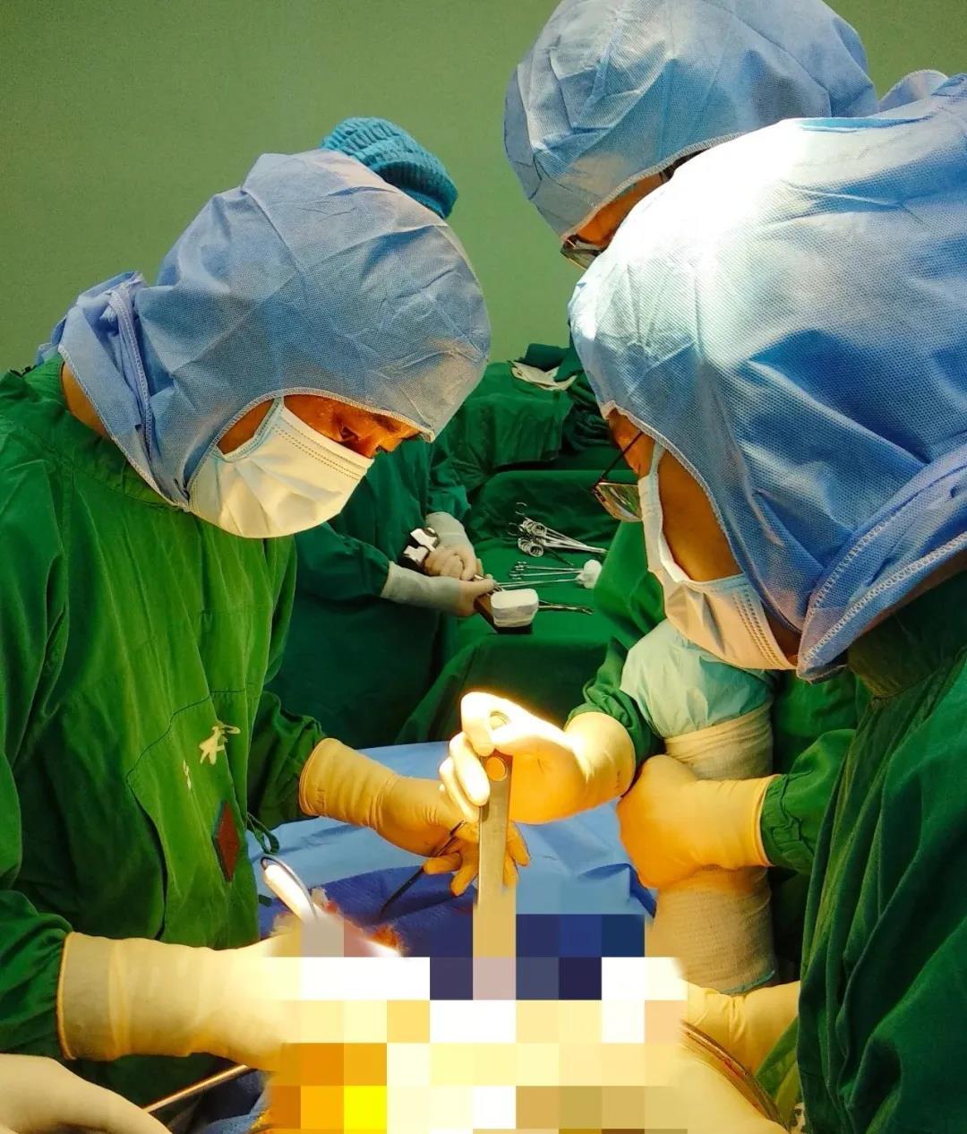 学科力量丨海港医院多学科联合会诊耄耋老人,骨科专家成功实施全髋关节置换