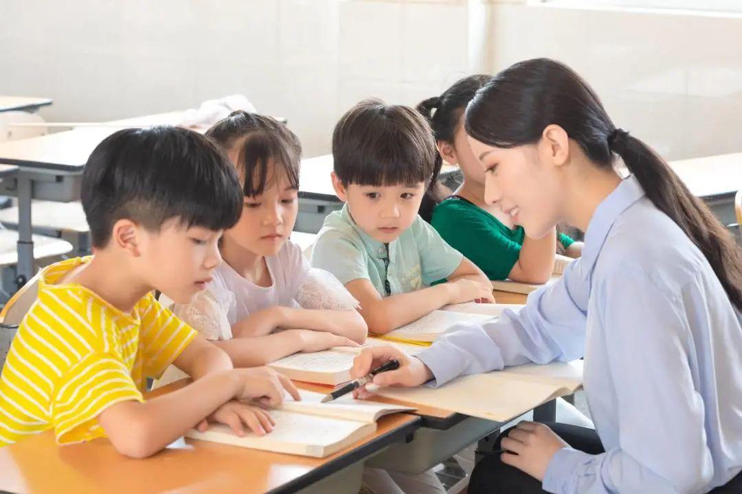 《学前、小学、中学等不同学段近视防控指引》眼科医生提醒家长一定要重视