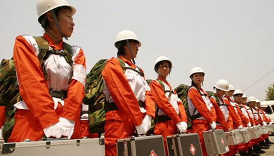 2007年烟台市第一支红十字应急救援队依托烟台海港医院成立