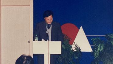2001年12月11日孟凡学通过公开竞聘当选烟台海港医院院长